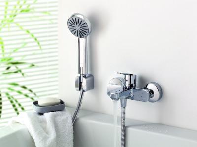 Красивый душ со смесителем для ванны